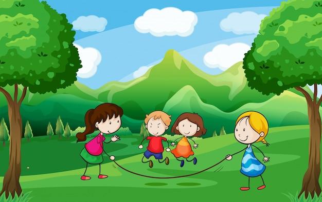 Quatro crianças brincando ao ar livre perto das árvores