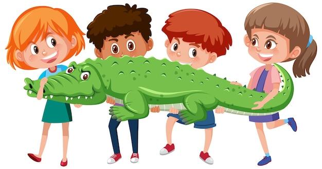 Quatro crianças segurando crocodilo ou jacaré em fundo branco
