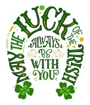 Que a sorte dos irlandeses esteja sempre com você - frase de rotulação do dia de são patrício desenhada à mão, design de forma de ferraduras.