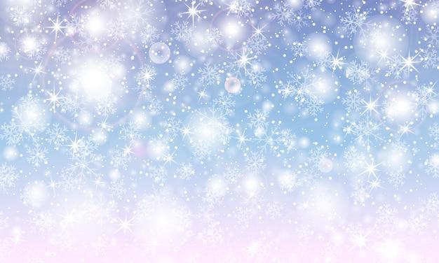 Queda de neve com flocos de neve. céu azul de inverno. textura de natal. fundo de neve cintilante.