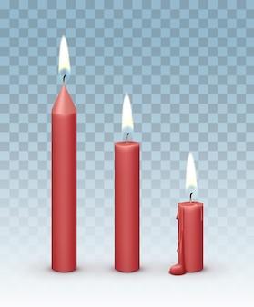 Queimando velas vermelhas de cera realistas com fogo isolado em fundo transparente