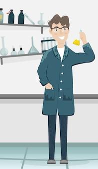 Químico masculino com um balão com uma substância química na mão.