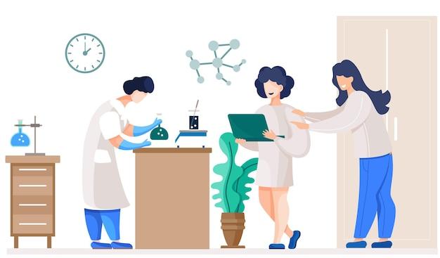 Químicos profissionais em seu laboratório fazem diferentes experimentos sobre a mesa.