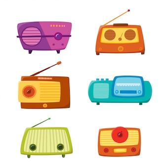 Rádio vintage isolado no fundo branco