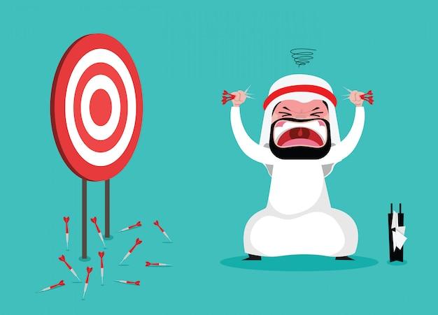 Raiva do empresário árabe, porque não atinge alvo de dardos em um alvo