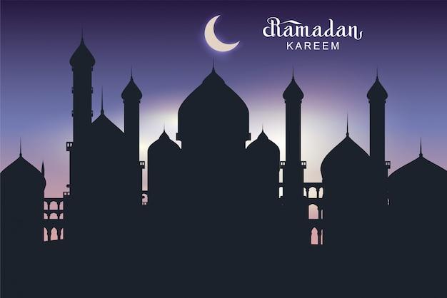 Ramadan kareem cartão de texto. arquitetura noturna da mesquita de silhueta da cidade oriental