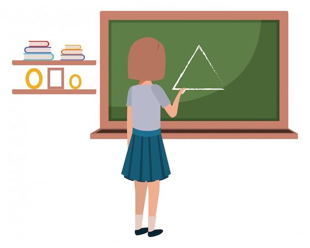 Rapariga estudante desenho triângulo no quadro-negro