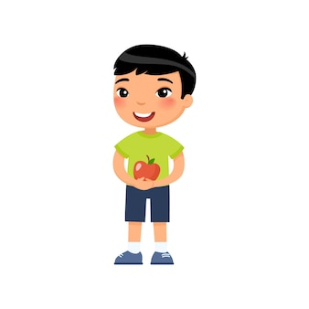 Rapaz bonito asiático segurando o conceito de colheita de maçã vermelha