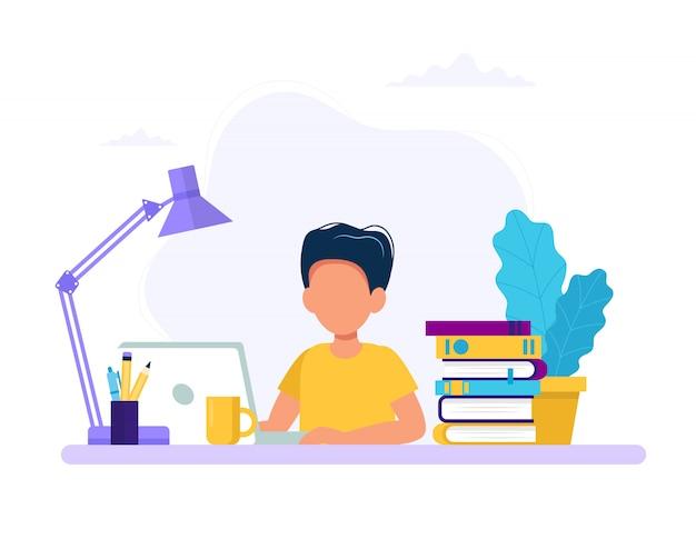 Rapaz, estudando com computador e livros.