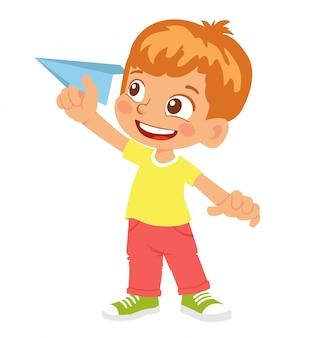 Rapaz mantém o avião de papel