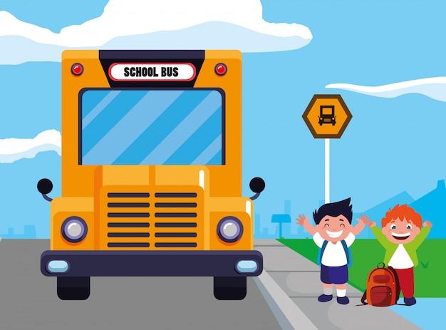 Rapazes estudantes felizes na cena de ponto de ônibus escolar