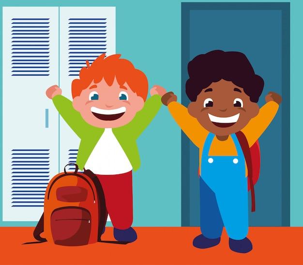 Rapazes estudantes no corredor da escola com armários, volta às aulas