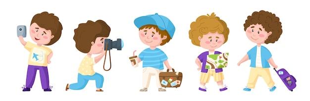 Rapazes fofos de desenho animado viajando