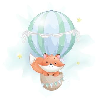 Raposa fofa voando em um grande balão de ar