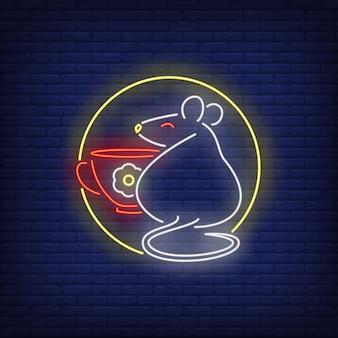 Rato e copo em sinal de néon do círculo