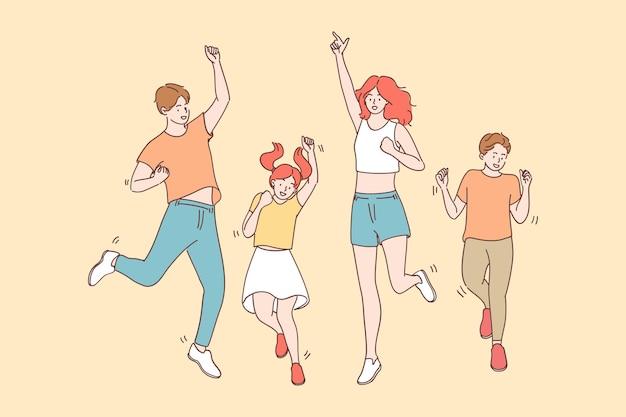 Realização, alegria, conceito de celebração. feliz alegre alegre grande família com crianças pulando juntos celebrando a sorte e se sentindo muito bem se divertindo