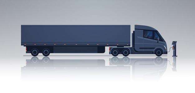 Reboque do caminhão do preto semi que carrega na bandeira horizontal da estação do carregador de electic