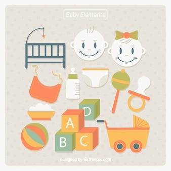 Recolha de brinquedos e artigos do bebê em design plano