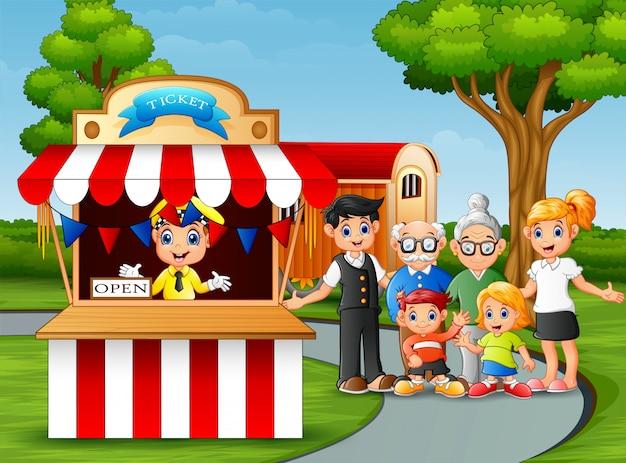 Recreação de membros da família no parque de diversões