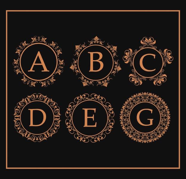 Redemoinhos de emblema dourado de monograma caligráfico