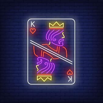 Rei do sinal de néon do cartão de jogo dos corações.