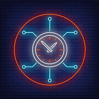 Relógio com placa de circuito de néon