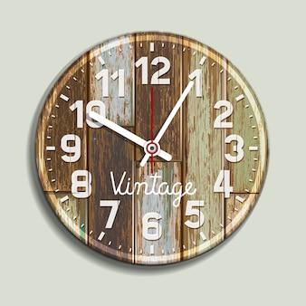 Relógio em fundo de madeira velho.