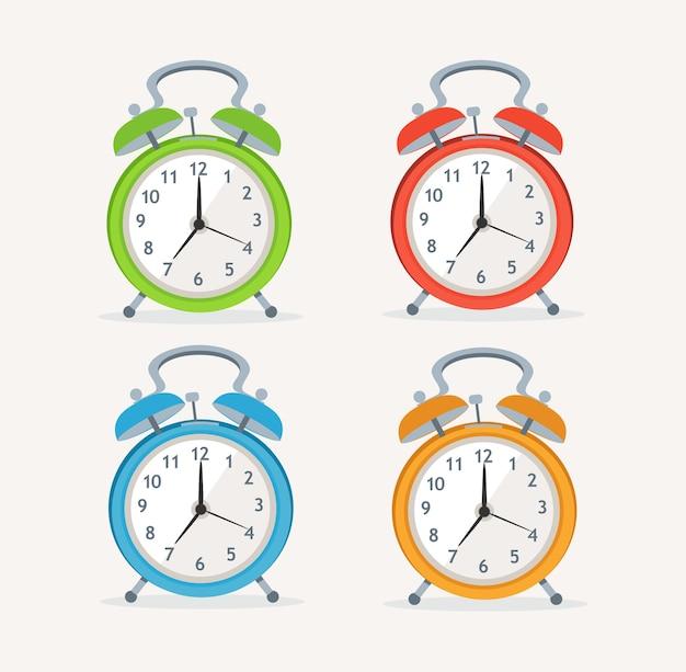 Relógios de despertar ajustados isolados no fundo branco.