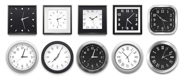 Relógios de parede redondos brancos modernos, mostrador preto e maquete do relógio de ponto.