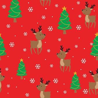Rena perfeita e árvore de natal em fundo vermelho