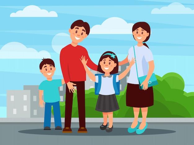 Retrato de mãe de família feliz, pai, filho e filha. menina com mochila escolar nos ombros. edifícios da cidade e arbustos verdes sobre fundo. conceito de paternidade. plano