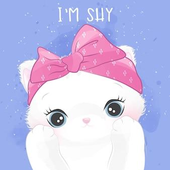 Retrato pequeno bonito do gatinho com expressão tímida