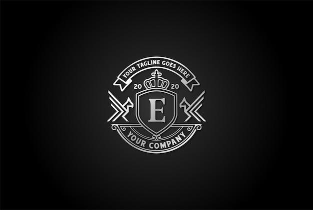 Retro vintage eagle hawk falcon phoenix bird emblema emblema logo design vector