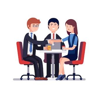 Reunião comercial bem sucedida ou entrevista de trabalho