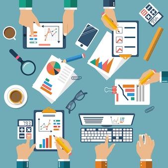 Reunião de empresários para planejamento de negócios, vista de cima