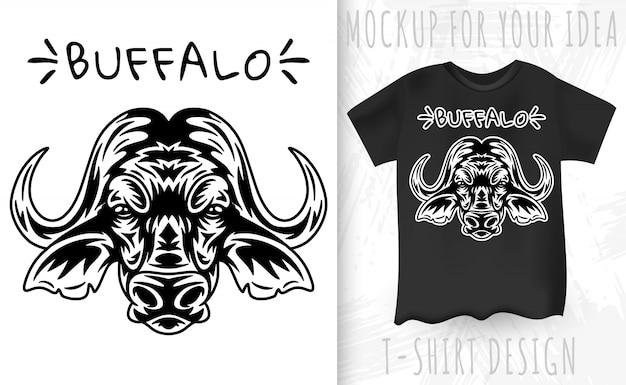 Rosto de búfalo e camiseta no estilo monocromático vintage