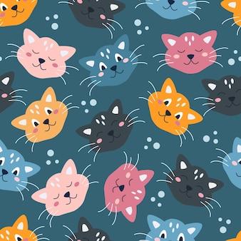 Rostos coloridos bonitos engraçados de gatos em um fundo azul padrão sem emenda de vetor