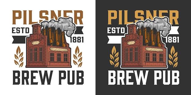 Rótulo colorido de cerveja vintage com cervejaria com garrafas em vez de chaminés isoladas
