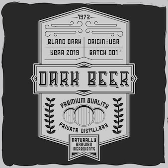 Rótulo vintage com composição de letras em fundo escuro.