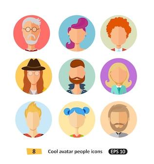 Roupa plana de ícones diferentes de avatares legais, desenhos animados modernos de tons e estilos de cabelo
