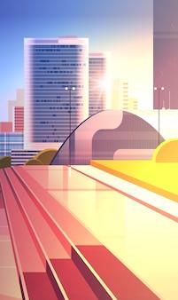 Rua do centro da cidade vazia ao pôr do sol sem pessoas e carros fundo da paisagem urbana moderna vertical