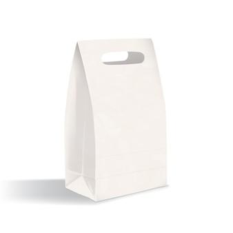 Saco de reforço realista em branco fundo plano com alças de corte. limpe a embalagem de papel isolada no fundo branco. brincar. ilustração para publicidade, demonstração de identidade corporativa.