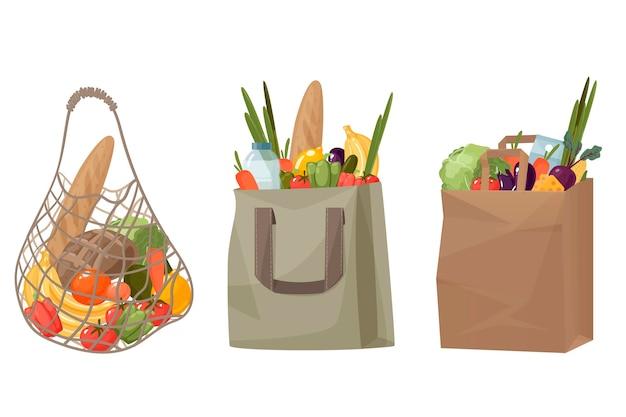 Sacolas de compras feitas de malha, papel e algodão com vegetais e frutas