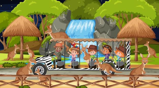 Safari à noite com crianças assistindo o grupo canguru