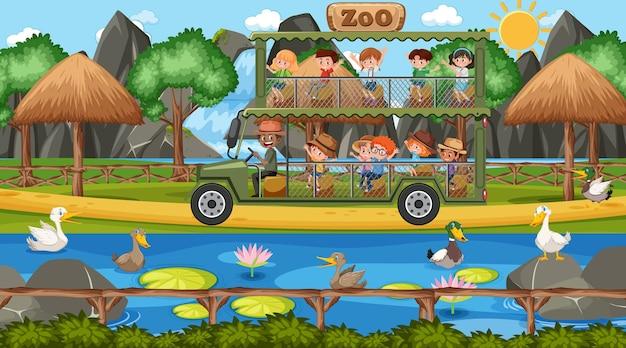 Safari durante o dia com crianças observando o grupo de patos