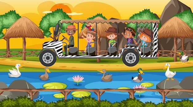 Safari na cena do pôr do sol com crianças assistindo a um grupo de patos