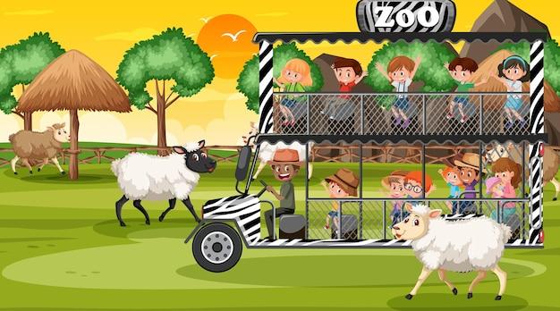 Safari na cena do pôr do sol com crianças observando um grupo de ovelhas