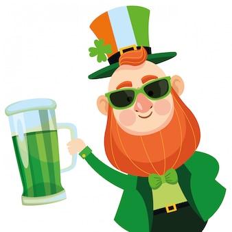 Saint patricks elf com cerveja