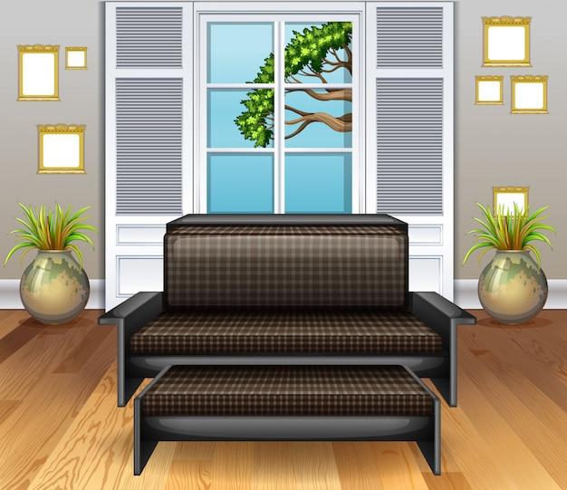 Sala com sofá marrom no piso de madeira