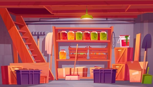 Sala de armazenamento no porão da casa com conservas de alimentos nas prateleiras ferramentas de jardim e caixas do desenho animado interior da despensa na cave da casa com escadas de madeira e engradados com ilustração de vegetais